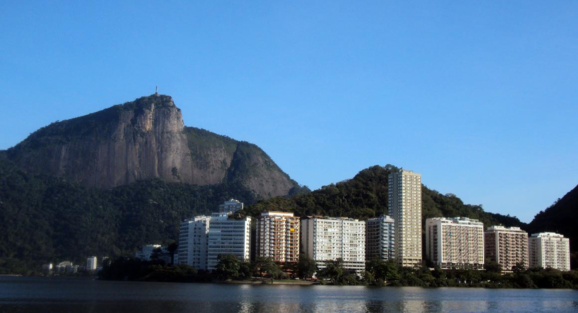 Vista desde el Lagoa. Al fondo, Cerro del Corcovado y Cristo en la cima / Foto: Cortesía del autor