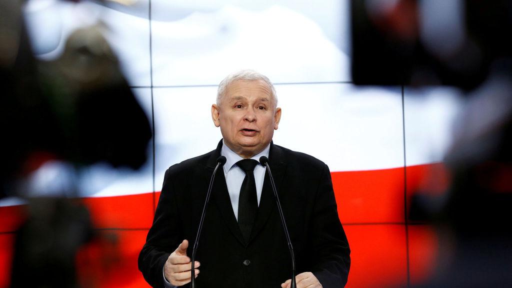 El líder del partido Ley y Justicia, Jarosław Kaczyński, en una rueda de prensa / Kacper Pempel