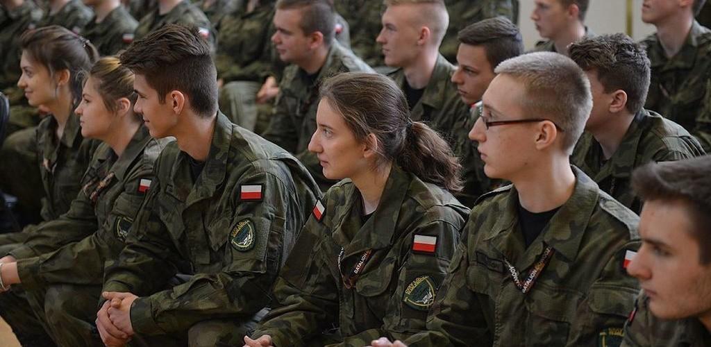 Estudiantes polacos recibiendo entrenamiento paramilitar / Polska-PL