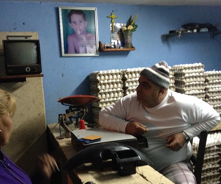 Fidelito en su carnicería / Foto: El Estornudo
