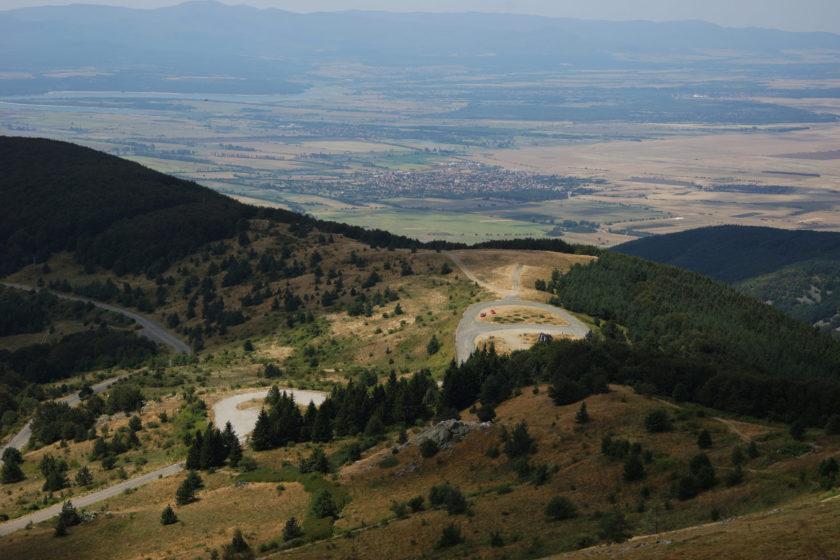 Paisaje de Buzludzha, Bulgaria. Vista desde el OVNI comunista. Foto: Alejandro Taquechel.