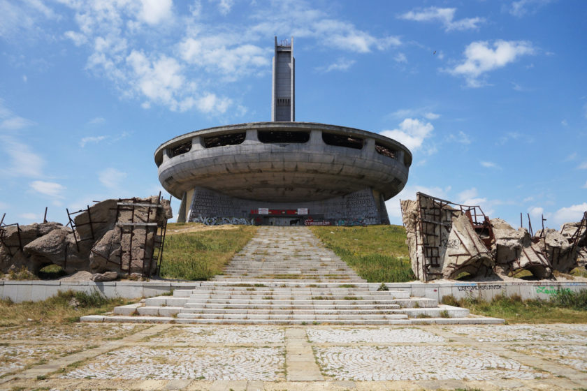 Monumento en Buzludzha, Bulgaria. Llamado el OVNI comunista. Foto: Alejandro Taquechel.