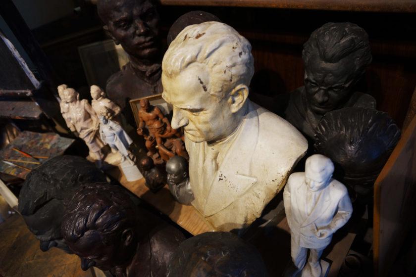 Bustos. Alejandro Taquechel. Museo del Comunismo (Praga).