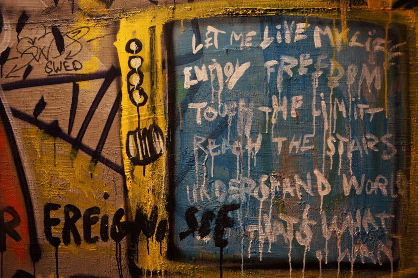 Grafitti y texto. Alejandro Taquechel. Museo del Comunismo (Praga).