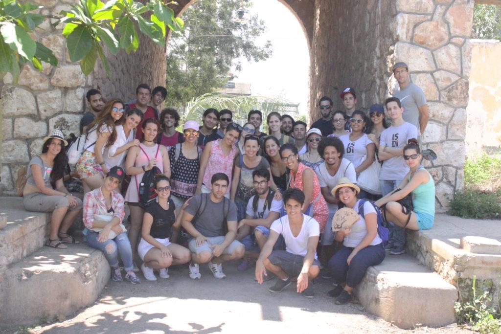 Omara Ruiz Urquiola con sus alumnos/ Foto: Cortesía de la entrevistada.