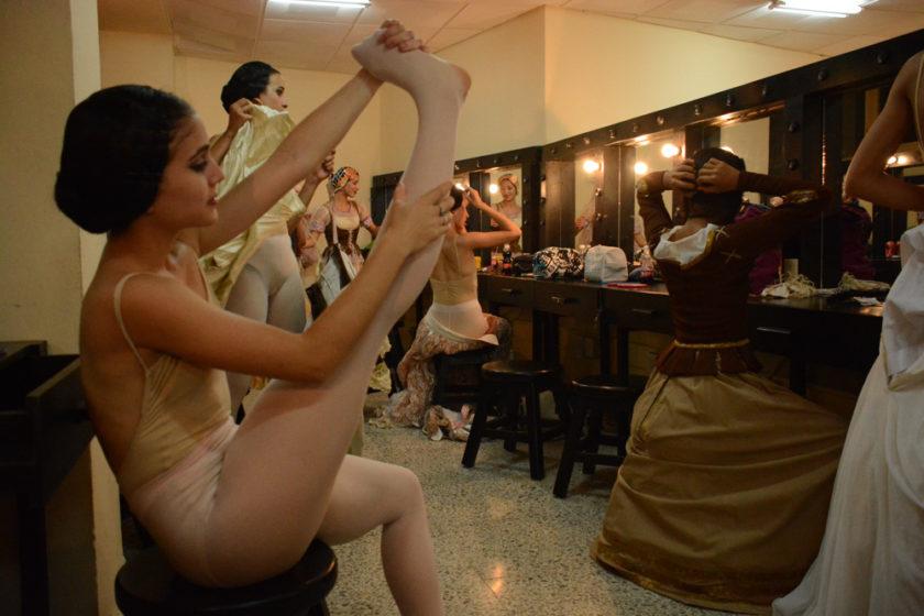 Yailin Alfaro Guillén. Ballet Nacional de Cuba. Camerino.