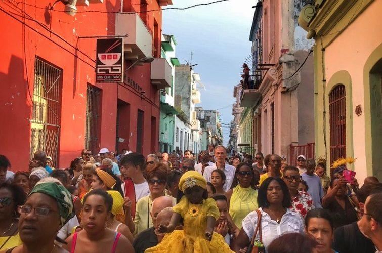 Procesión por Día de la Virgen de la Caridad del Cobre. La Habana, 8 de septiembre. Foto: Mónica Baró. Portada