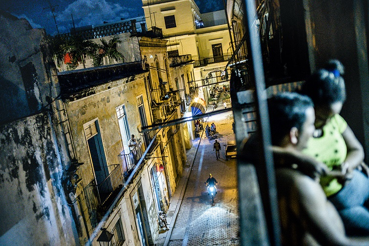 Engin Güneysu. La Habana: When the night comes. (Portada).