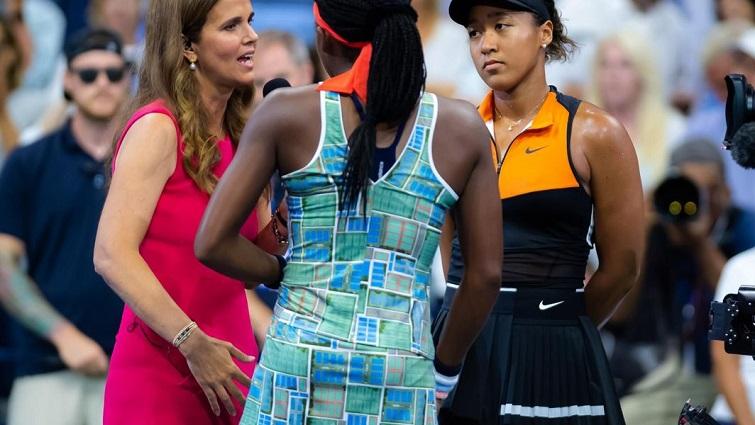 Naomi Osaka y Coco Gauff (de espaldas)/ Foto: WTA