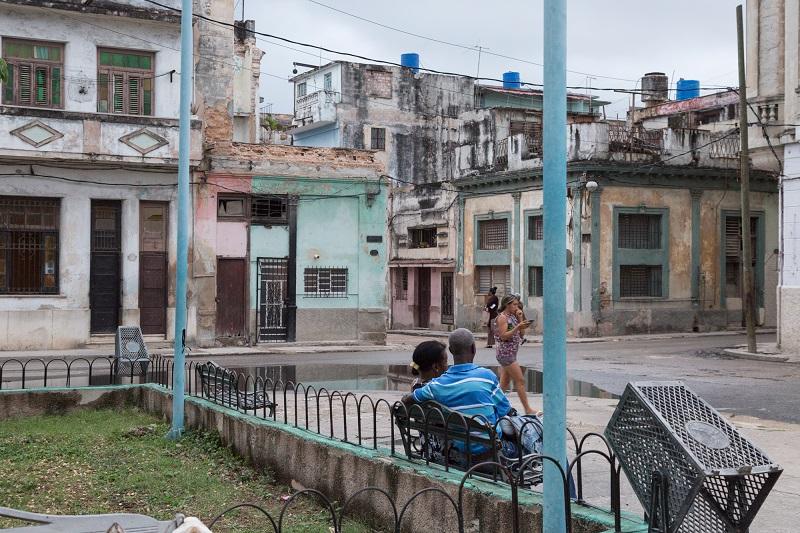 En la esquina, pintada de verde, la casa número 102 de la calle Vives / Foto: Evelyn Sosa