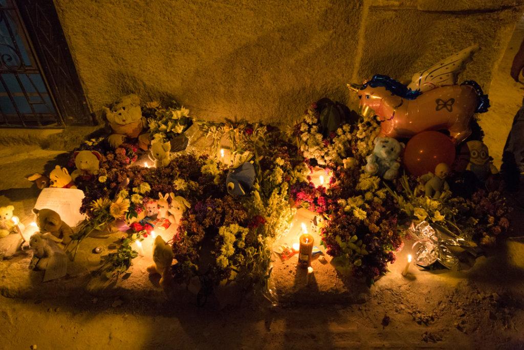 Altar tras niñas fallecidas tras derrumbe / Foto: Evelyn Sosa Rojas