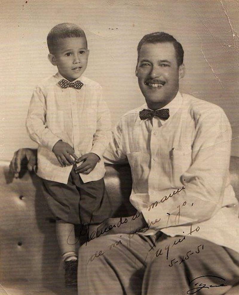 01.Paquito D'Rivera y su padre, Tito D'Rivera, ambos vestidos con guayaberas y corbatas de lazo. 1951. Foto cortesía de Paquito D'Rivera.