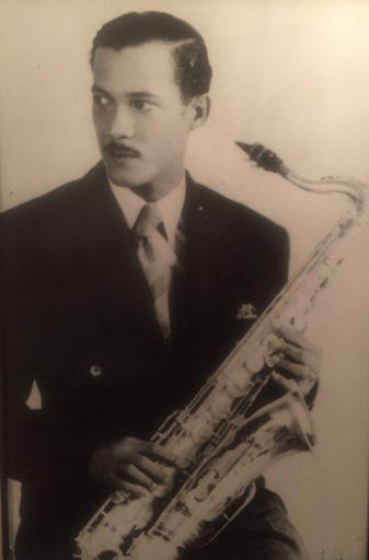 02. Tito D'Rivera con su saxofón Martin. Años 1930. Foto cortesía de Paquito D' Rivera.