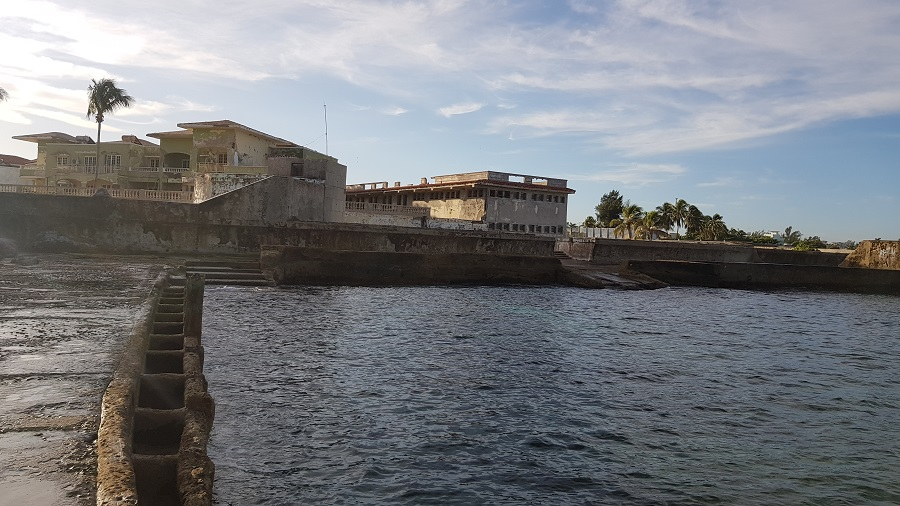 Costa donde Elia Felipe echó las cenizas de su hijo y donde ella se baña.