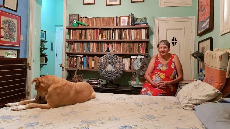 Elia Felipe en su cuarto.