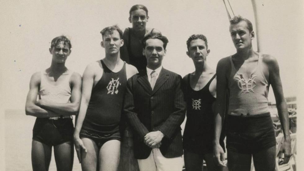 Lorca con amigos en el Habana Yacht Club (marzo de 1930).