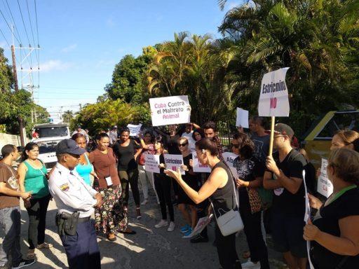 Protesta frente a Zoonosis / Foto: Facebook