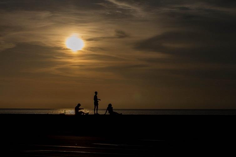 Pescadores en el malecón / Foto: Dahian Cifuentes