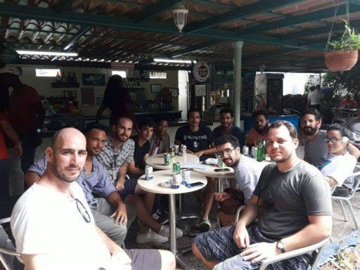 Parte del equipo de El Estornudo en La Habana