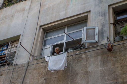 Señora posa para viajar por medio de fotografía / Foto: Dahian Cifuentes