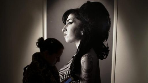 Amy Winehouse. Exposición Beyond Black. The Style of Amy Winehouse. Recording Academy Grammy Museum, enero 2020–agosto, 2020