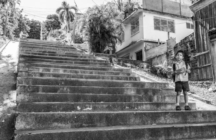 William Riera. Las escalinatas de Santiago (Calle 4, entre Gasómetro e Indio).