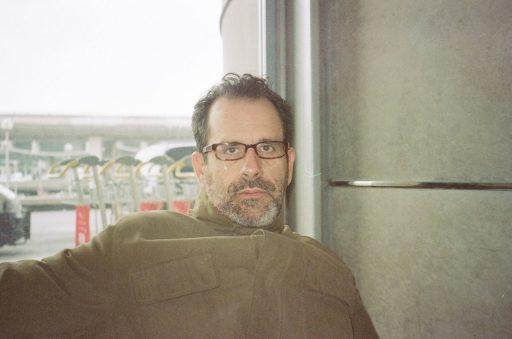 Rolando Prats, Aeropuerto Charles de Gaulle, París, mediados de los 90 / Foto: Cortesía del entrevistado