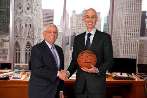 Adam Silver, comisionado de la NBA, junto a Davis Stern, su predecesor. Febrero de 2014 / Foto: Facebook de la NBA