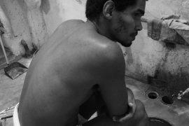 Luis Manuel Otero, en huelga de hambre y sed desde el 18 de noviembre de 2020. Sede del Movimiento San Isidro, La Habana Vieja / Foto: Katherine Bisquet