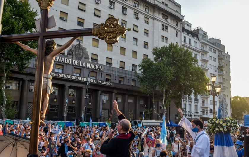 Kaloian Santos Cabrera. ¡Es Ley! (Imágenes tomadas en los alrededores del Congreso de la Nación en Buenos Aires; 29-30 de diciembre de 2020).