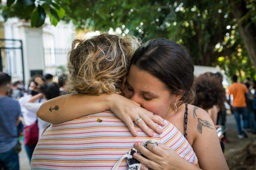 Katherine Bisquet abraza a Martha Luisa Hernández Cadenas / Foto: Evelyn Sosa