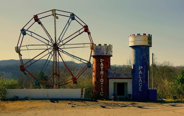 Juan-Sí González. American Playgrounds.