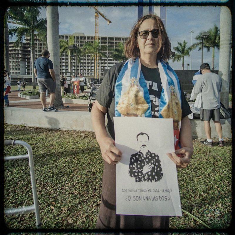 Iniciativa «Una foto por la libertad». Cuban Memorial de la Universidad Internacional de La Florida (FIU), Miami, 20 de febrero de 2021 / Fotos: Yenier Martínez Carrillo (Ksco). Estudio Creativo Cuba