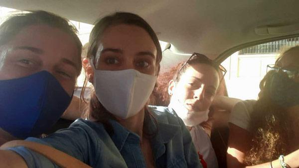 Camila Lobón (centro) / Foto: Tomada de Twitter