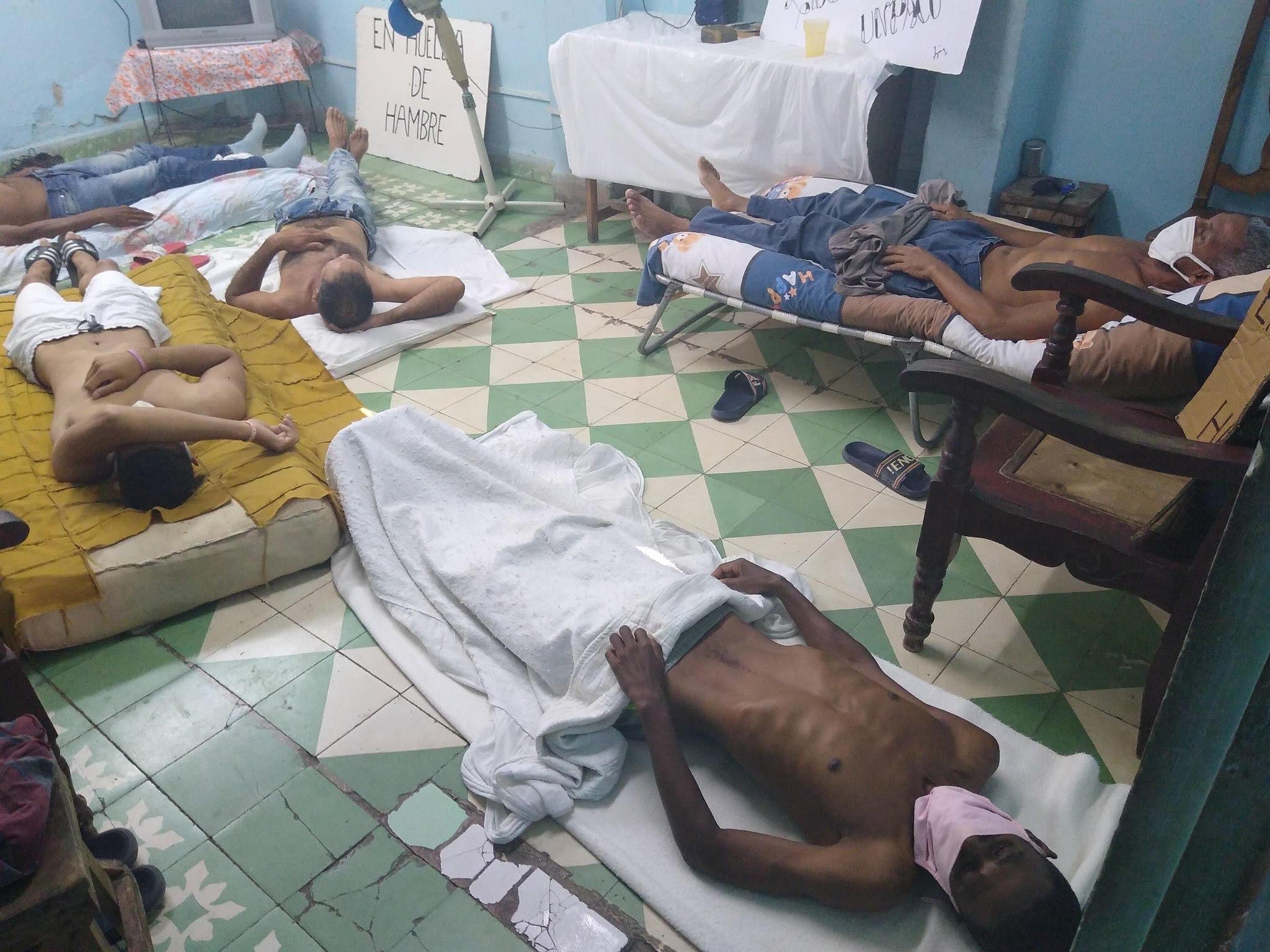 Huelguistas en la sede de UNPACU, Santiago de Cuba/ Fotografía: Twitter/José Daniel Ferrer