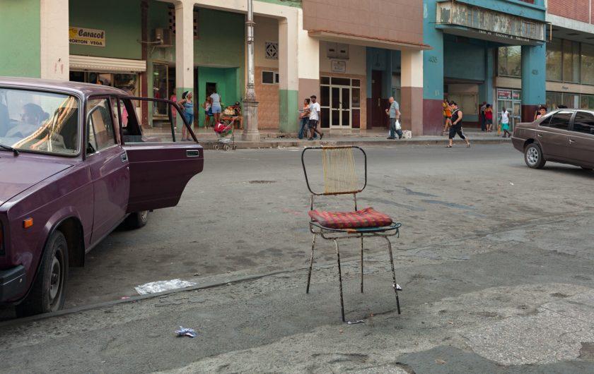 Damaris Betancourt. Cincuenta y ocho sillas.
