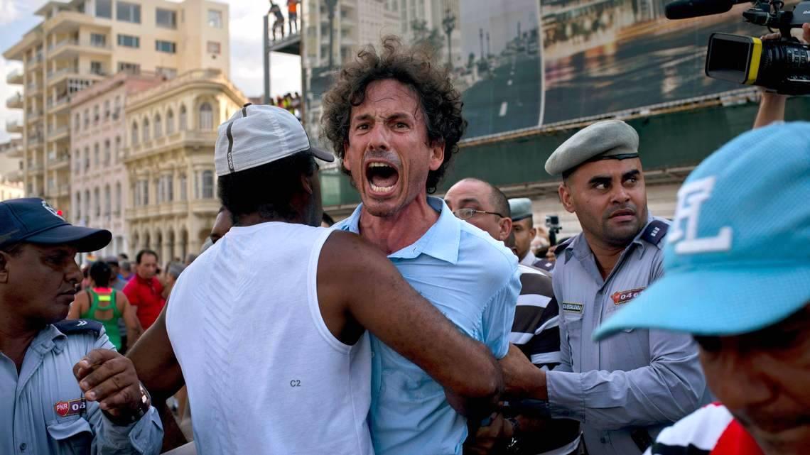 Arresto del periodista Boris González Arenas durante la marcha del 11 de mayo de 2019