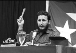 Fidel Castro pronuncia su discurso Palabras a los Intelectuales