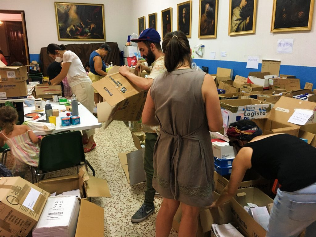 Voluntarios en la parroquia de Beneficencia 18B, Madrid / Foto: Dario Alejandro Alemán