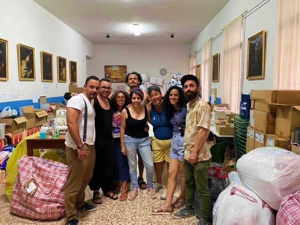 Voluntarios en la parroquia de Beneficencia 18B, Madrid / Foto: Mabel Cuesta